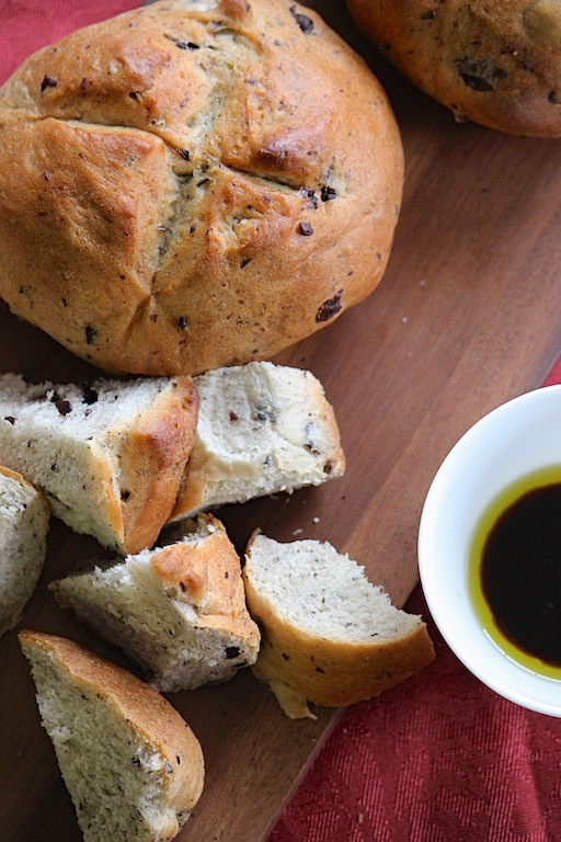Rosemary and Kalamata Olive Artesian Bread | Edible Ventures